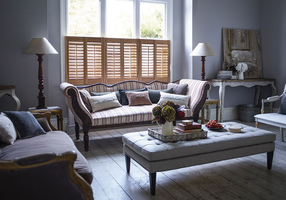 64mm Grained Hardwood shutters with central pushrods