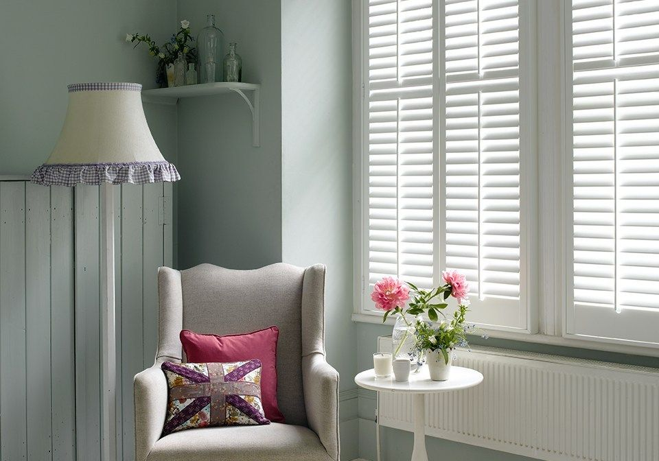 64mm white louvered shutters with central pushrods